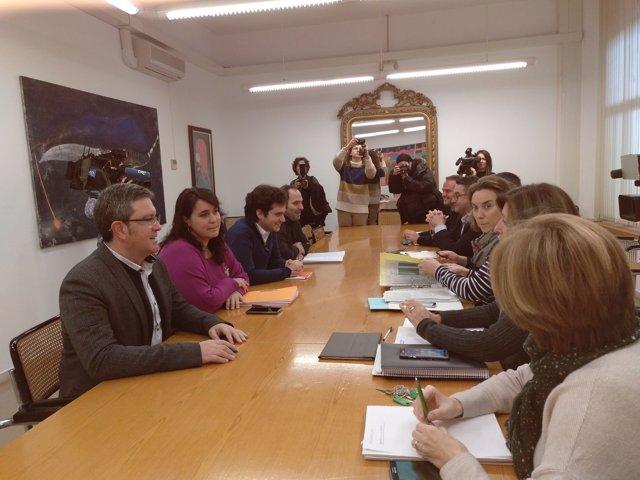 Reunión acuerdo investidura PP-Cs