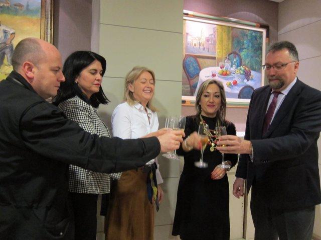 Miembros de Foro Asturias en el brindis con los medios