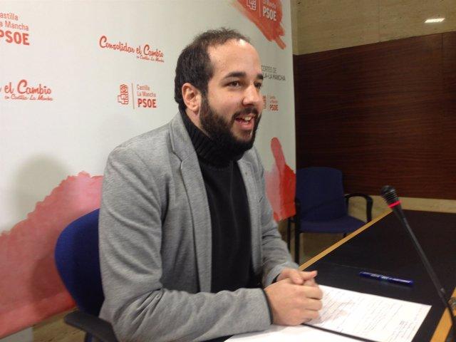 El parlamentario del PSOE en rueda de prensa