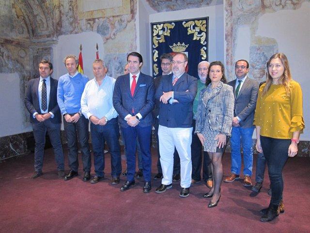 Foto de familia tras la firma del protocolo