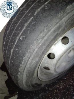 Imagen de la rueda de la furgoneta intervenida
