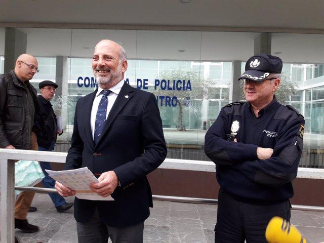 Gil-Toresano ante la Comisaría centro de Policía Nacional