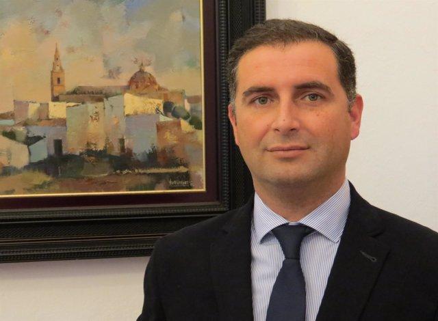 El alcalde de Moguer, Gustavo Cuéllar.