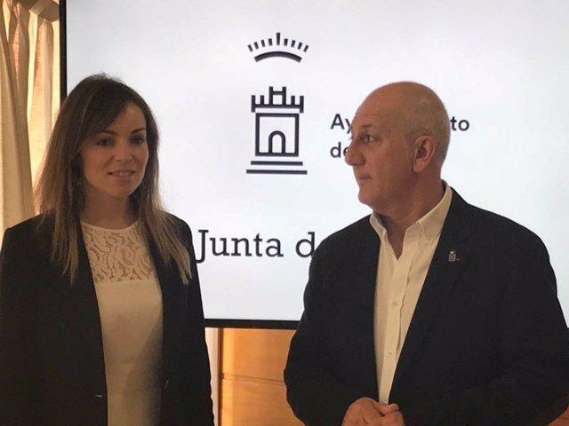 La portavoz municipal, Rebeca Pérez, y el concejal Roque Ortiz