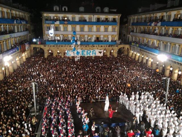 Izada de la bandera de San Sebastián.