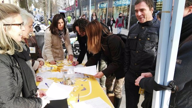 L'associació Parlem Español recull signatures a Barcelona