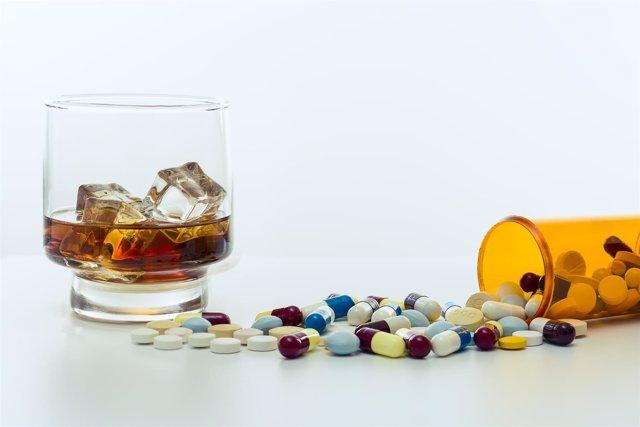 Fármacos y alcohol, medicamentos, medicinas
