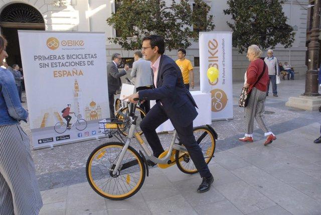 Francisco Cuenca, en la presentación de un servicio de alquiler de bicis