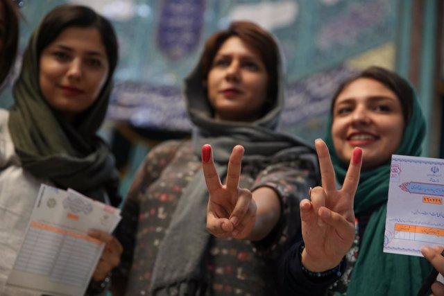 Mujeres iraníes votando