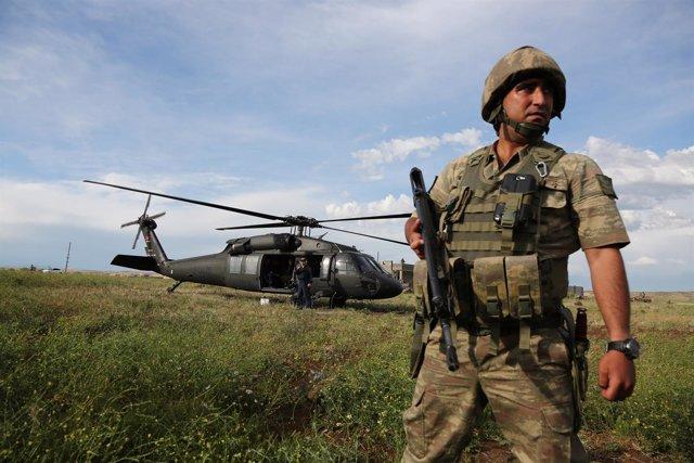 Helicóptero UH-60 Black Hawk turco