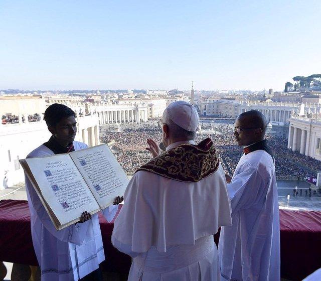 El Papa Francisco imparte la bendición 'urbi et orbi' por Navidad