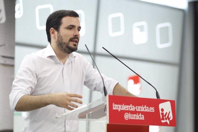 El coordinador federal de Izquierda Unida, Alberto Garzón, atiende a los medios