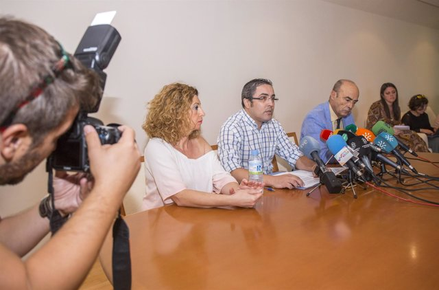 Rueda de prensa de las acusaciones particulares del doble crimen de Almonte.