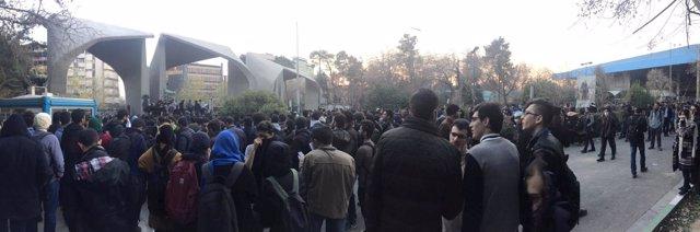 Manifestación en la universidad de Teherán
