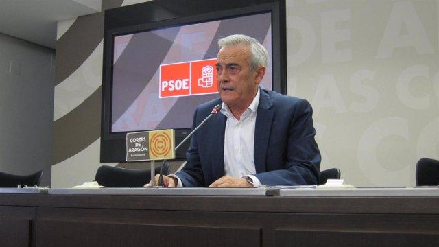 Javier Sada (PSOE) en rueda de prensa hoy en las Cortes