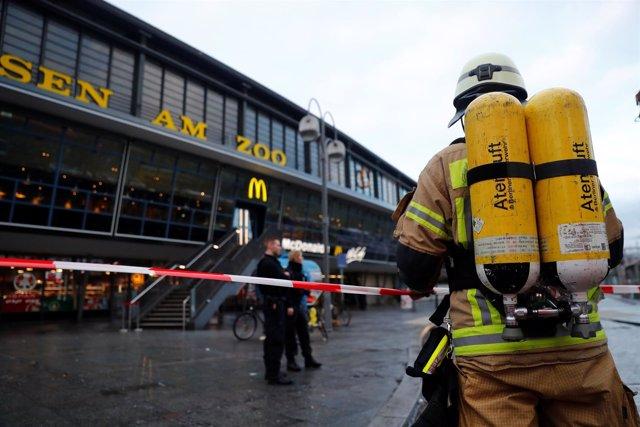 Bomberos en una estación de trenes de Berlín