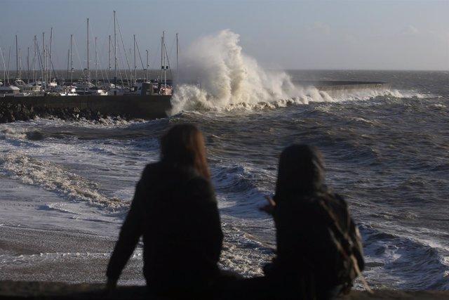 Fotografías de la costa francesa mientras la tormenta Carmen asola al país