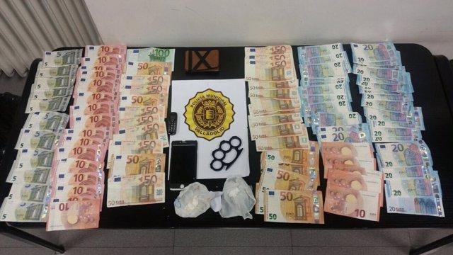 Imagen del dinero y de las sustancias intervenidas en el bar de Valladolid