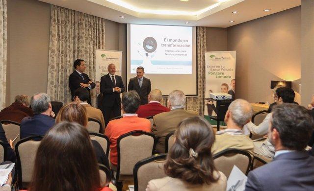 Unicaja Banco Celebra En Málaga Una Sesión De Asesoramiento De Inversión Dentro