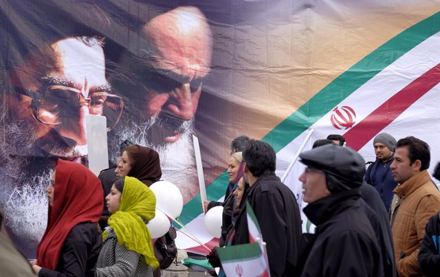 Iraníes paseando por Teherán
