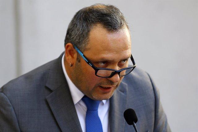 Sebastian Davalos, hijo de Michelle Bachelet