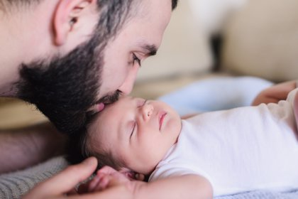 La ampliación del permiso de paternidad no entra en vigor en enero