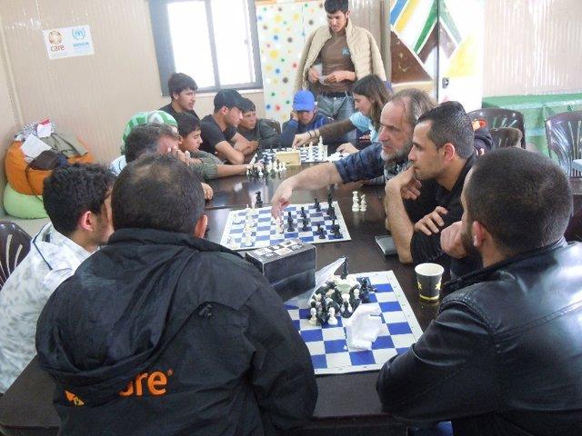 Clases de Ajedrez Sin Fronteras en el campamento de Zaatari en 2017