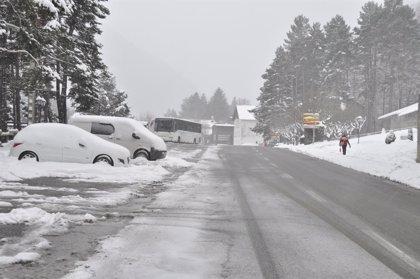 El temporal de nieve complica la circulación en varios tramos de las carreteras aragonesas