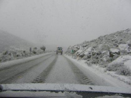 El temporal de nieve mantiene cortadas carreteras de Cádiz y Granada
