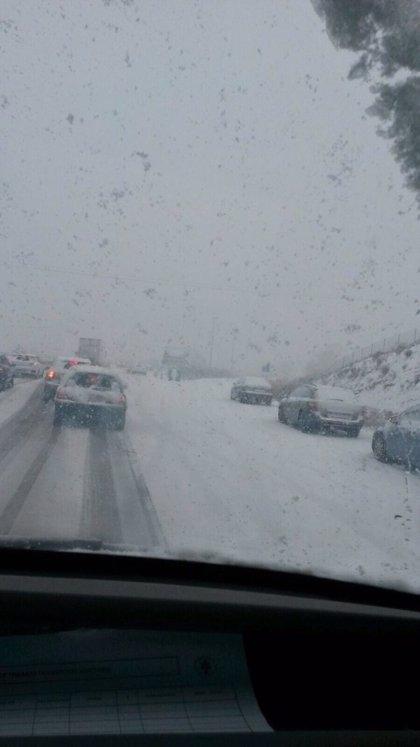 Cerrado al tráfico el Puerto de Honduras (Cáceres) por nieve