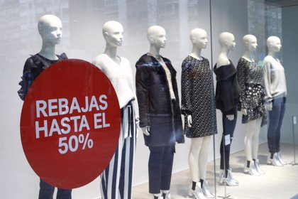 Los canarios, entre los que menos gastarán en ropa y complementos en rebajas con una media de 84 euros