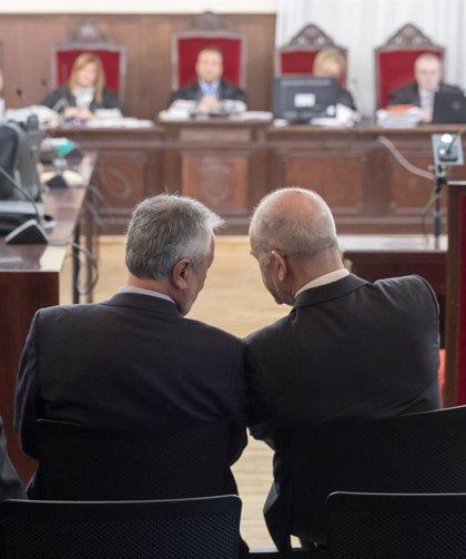 La Audiencia de Sevilla retoma el juicio contra Chaves y Griñán por los ERE con las cuestiones previas