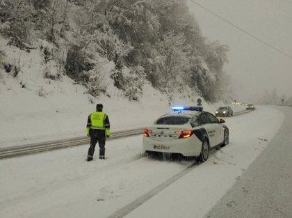 Las nevadas que han colapsado las carreteras españolas, en imágenes y vídeos