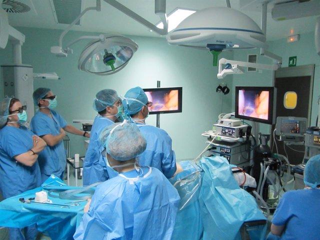 Operación de obesidad con cirugía bariátrica y visión en 3D