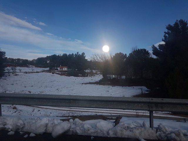 La nieve condiciona la circulación en las carreteras aragonesas.