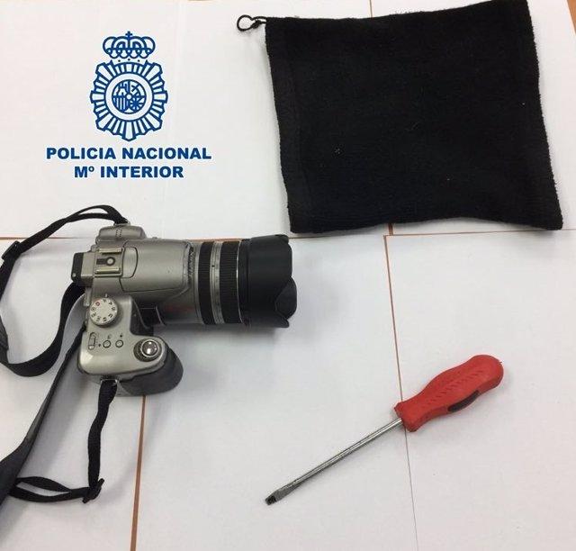 """Nota De Prensa:""""La Policía Nacional Detiene A Un Hombre Tras Robarle Con El Rost"""