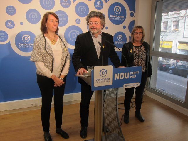 Los dirigentes de Demòcrates Assumpció Laïlla, Toni Castellà y Mercè Jou
