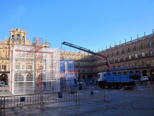 Retirada de los 'regalos' de la Plaza Mayor de Salamanca