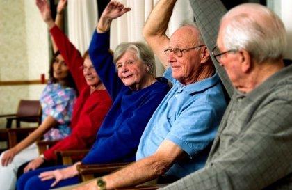 Los mayores que combinan varios hábitos saludables requieren meno servicios sanitarios