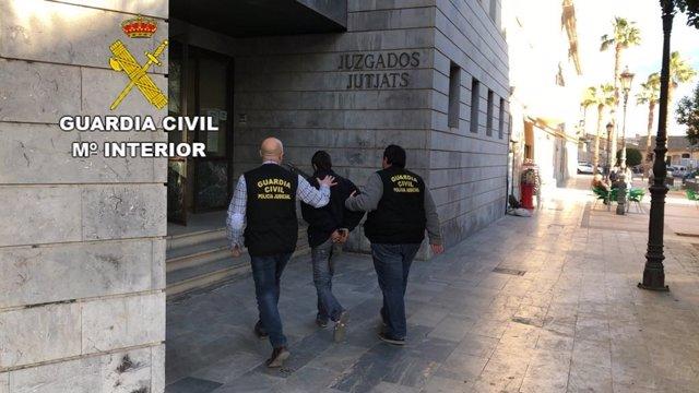 Detenido por arrollar a una mujer en Favara