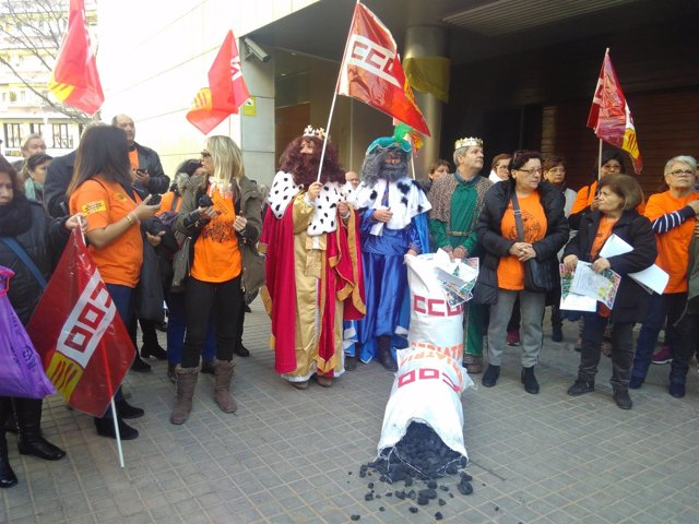 Protesta de CC.OO. Ante la sede de Relaciones Laborales de la Generalitat