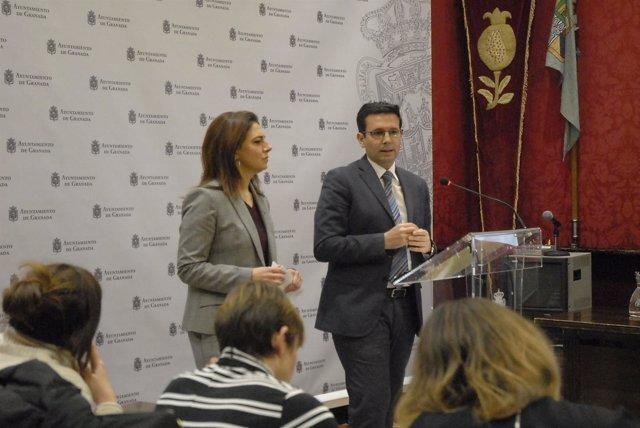 El alcalde, Francisco Cuenca, y la edil Raquel Ruz, hacen balance túristico