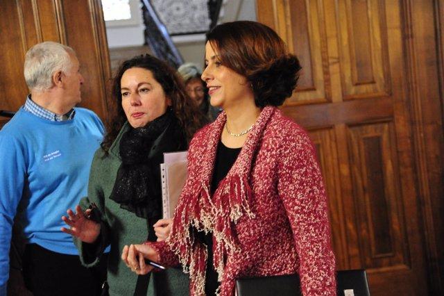La alcaldesa de Teruel, Emma Buj (derecha).