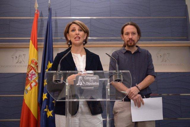 Yolanda Díaz y Pablo Iglesias, en una rueda de prensa en el Congreso