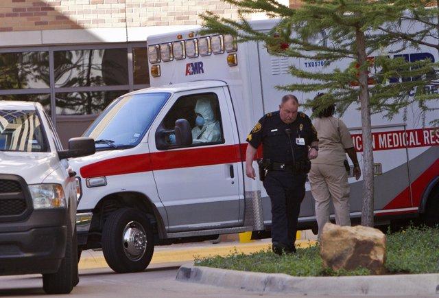 Policía y ambulancia en Texas