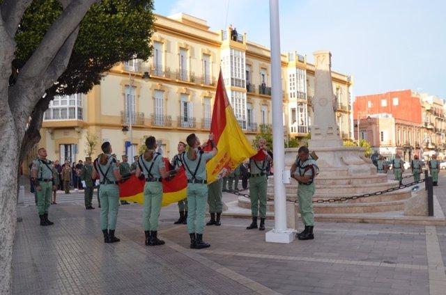 Izado de bandera nacional por la Legión