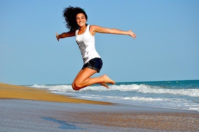 Chica, sonrisa, feliz, salud, salto