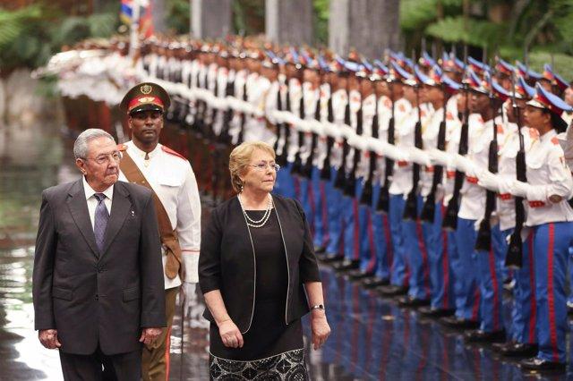 Raúl Castro y Michelle Bachelet en La Habana