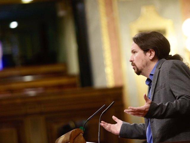 El portavoz de Unidos Podemos, Pablo Iglesias, en la tribuna del Congreso