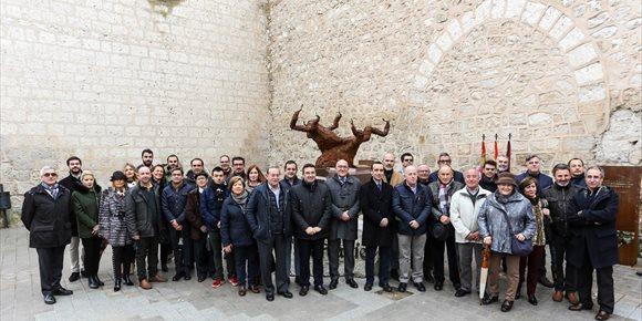 4. Inaugurada el Peñafiel (Valladolid) 'Centenaria' una escultura homenaje a quienes han dedicado su vida y trabajo al vino